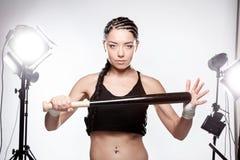 Meisje met een honkbalknuppel Royalty-vrije Stock Foto's