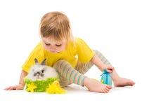 Meisje met een konijn stock fotografie