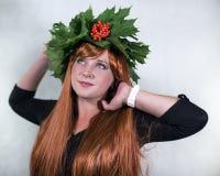 Meisje met een kroon van bladeren Stock Fotografie