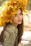 Meisje met een Kroon van het Blad Stock Fotografie