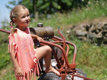 Meisje met een machine Stock Foto's