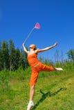 Meisje met een netto vlinder stock afbeelding