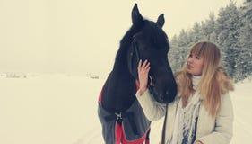 Meisje met een paard Royalty-vrije Stock Foto's