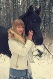 Meisje met een paard Stock Afbeeldingen