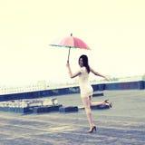 Meisje met een paraplu Stock Fotografie