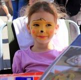 Meisje met een patroon op het gezicht Royalty-vrije Stock Afbeeldingen