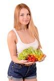 Meisje met een plaat van groenten Stock Afbeeldingen