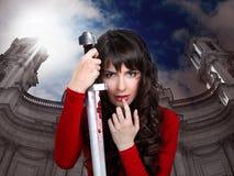 Meisje met een zwaard in handen Stock Fotografie