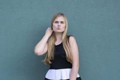 Meisje met emotioneel gezicht royalty-vrije stock fotografie