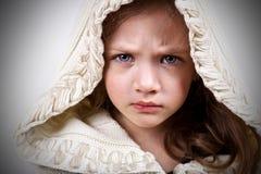 Meisje met ernstig gezicht stock fotografie