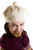 Meisje met fig. in haar tanden Stock Foto