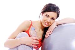 Meisje met fles mineraalwater Stock Afbeelding