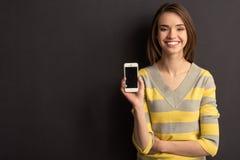 Meisje met gadget Stock Afbeeldingen