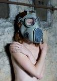 Meisje met gasmasker Stock Foto