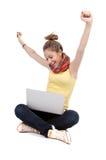 Meisje met geïsoleerdf laptop - stock foto