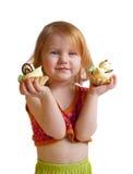 Meisje met gebakje dat op wit wordt geïsoleerda Royalty-vrije Stock Foto