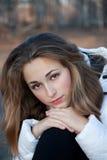 Meisje met geheimzinnig gezicht Stock Fotografie