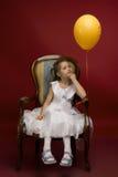 Meisje met gele ballon Stock Foto's