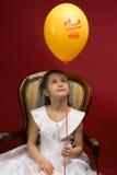 Meisje met gele ballon Stock Afbeelding