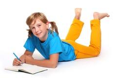 Meisje met geopend boek royalty-vrije stock foto
