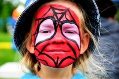 Meisje met geschilderd Spiderman-gezicht Royalty-vrije Stock Afbeeldingen