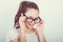 Meisje met glazen stock afbeeldingen