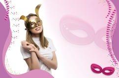 Meisje met gouden masker stock fotografie