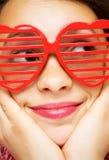 Meisje met grappige zonnebril Stock Afbeeldingen
