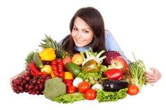 Meisje met groep fruit en groenten. Stock Fotografie