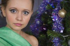 Meisje met grote blauwe ogen Stock Foto