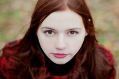 Meisje met grote bruine ogen Stock Foto