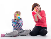 Meisje met haar moeder Royalty-vrije Stock Foto