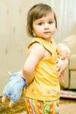 Meisje met haar poppen Stock Foto's