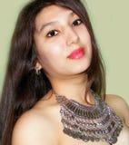 Meisje met halsband Stock Afbeeldingen