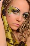 Meisje met heldere exotische make-up Royalty-vrije Stock Afbeeldingen