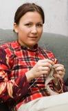 Meisje met het breien Royalty-vrije Stock Afbeelding