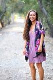 Meisje met het lange haar lachen stock fotografie