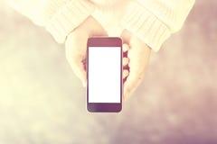 Meisje met het lege smartphonescherm, instagram fotoeffect, spot Royalty-vrije Stock Afbeelding