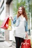 Meisje met het winkelen zakken royalty-vrije stock fotografie