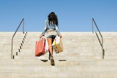 Meisje met het winkelen zakken stock afbeelding
