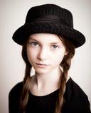 Meisje met hoed en vlechten royalty-vrije stock foto's