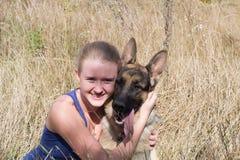 Meisje met hond Stock Afbeelding
