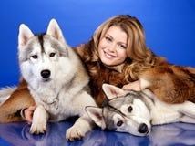 Meisje met honden Royalty-vrije Stock Afbeelding