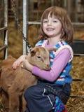 Meisje met jong geitje Royalty-vrije Stock Afbeeldingen