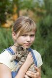 Meisje met katje Stock Foto's