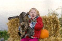 Meisje met katjes. royalty-vrije stock afbeelding