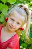 Meisje met kers Royalty-vrije Stock Foto's