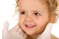 Meisje met kleine pox bij de artsen Royalty-vrije Stock Afbeeldingen
