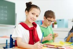 Meisje met kleurpotloden Royalty-vrije Stock Afbeelding