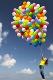 Meisje met kleurrijke ballons Stock Afbeeldingen